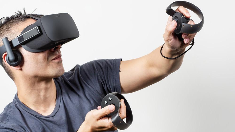 Gamer mit Rift und Oculus Touch