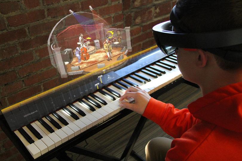 Music-Everywhere-Microsoft-HoloLens