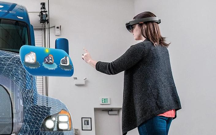 HoloLens4
