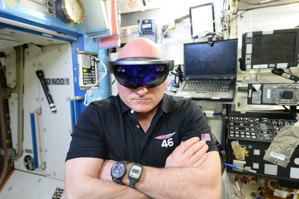 Scott Kelly mit der HoloLens von Microsoft